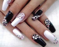 nails-with-crstals
